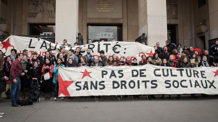 Les intermittents devant le Palais de Chaillot le 4 avril 2014  (CITIZENSIDE/VALENTINA CAMOZZA/AFP)
