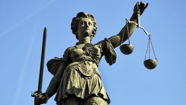 (Sculpture allégorique de la Justice à Francfort. © Fotolia)