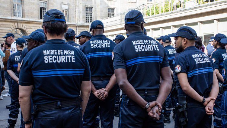 Des agents de sécurité de la ville de Paris,en juillet 2019. (AURELIEN MORISSARD / MAXPPP)