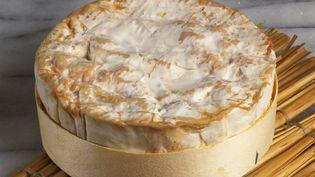 Une filiale du groupe Lactlalis a annoncé rappeler près de 6 000 boîtes de camembert, le 12 mars 2019. (PIERRE GINET-DRIN / AFP)