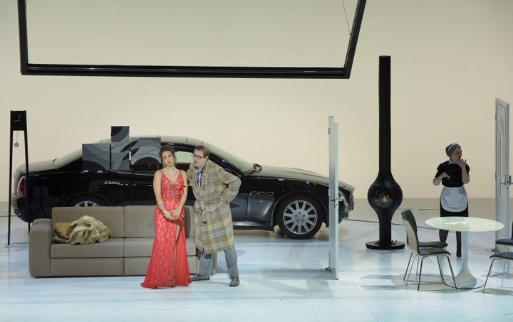 Michele Pertusi (Don Pasquale) et Nadine Sierra (Norina).  (Vincent Pontet/Opéra national de Paris)