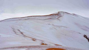 De la neige recouvre le désert du Sahara, près d'Ain Sefra, dans l'ouest de l'Algérie, le dimanche 7 janvier 2018. (PHOTOGRAPHY / SHUTTERSTOCK / SIPA / REX)