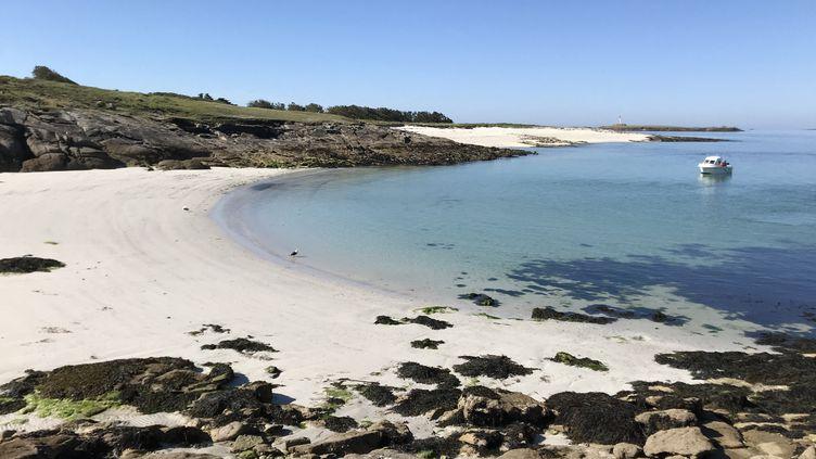 L'archipel des Glénans (Finistère), très prisé en cette période par les amateurs de voile, est déserté, le 18 mai 2020. (JÉRÔME VAL / RADIO FRANCE)