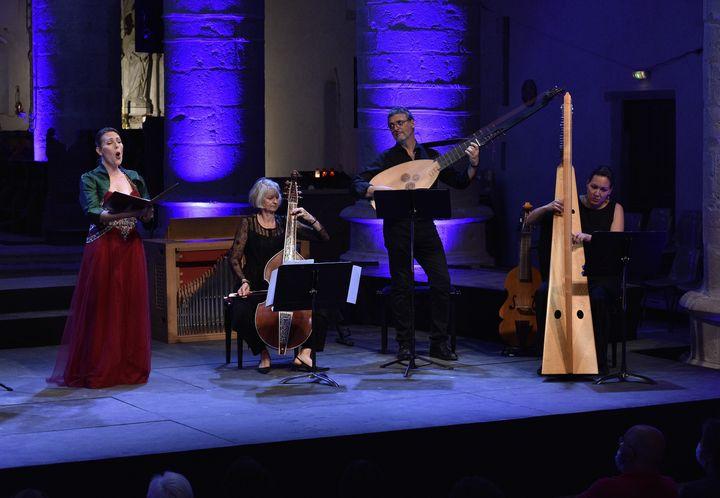 Lucile Richardot et l'ensemble Faenza au Festival d'Ambronay le 17 septembre 2021. (BERTRAND PICHENE / FESTIVAL D'AMBRONAY 2021)
