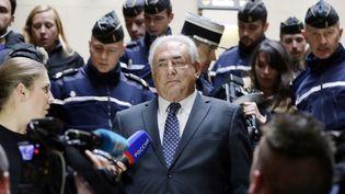 L'ancien président du FMI, Dominique Strauss-Kahn quitte le tribunal de grande instance de Paris après avoir demandé l'interdiction du livre de Marcela Iacub, le 26 février 2013. (KENZO TRIBOUILLARD / AFP)