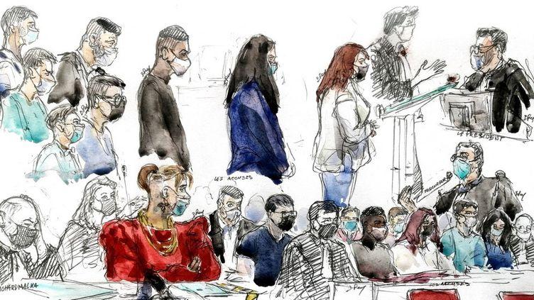 """Sur ce croquis d'audience réalisé le 3 juin 2021 à Paris, se trouve Mila (en rouge) et quelques-uns des 13 prévenus (dessins colorés) lors de l'audience d'ouverture du procès dit de """"l'affaire Mila """". (BENOIT PEYRUCQ / AFP)"""