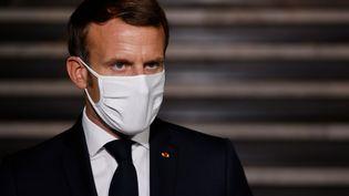 Emmanuel Macron, à la sortie de la préfecture de Bobigny (Seine-Saint-Denis), le 20 octobre 2020. (LUDOVIC MARIN / POOL / AFP)