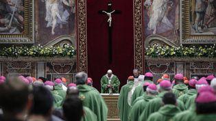 Le pape François et des évêques au Sommet du Vatican sur la pédophilie dans l'Eglise, le 24 février 2019. (GIUSEPPE LAMI / ANSA)