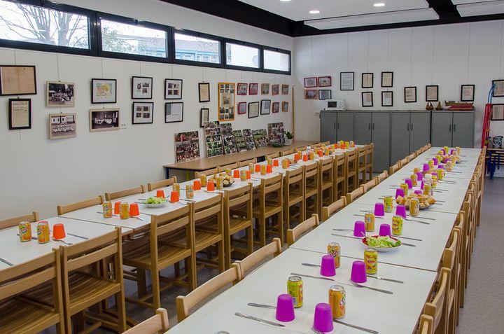 Le lieu de mémoire du génocide arménien installé dans la cantine de l'école maternelleTebrotzassère, le 3 avril 2015. (THOMAS BAÏETTO / FRANCETV INFO)