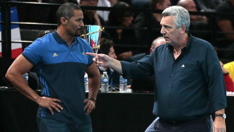 Didier Dinart et Claude Onesta (JACQUES DEMARTHON / AFP)