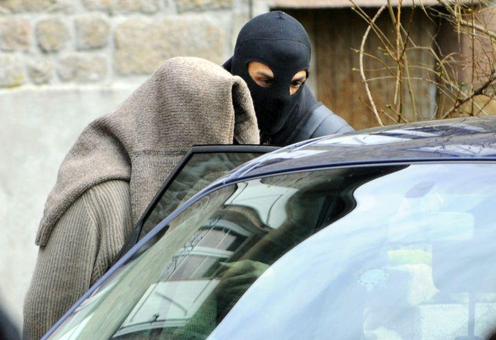 L'une des personnes arrêtées le 11 novembre 2008, à Tarnac (Corrèze). (THIERRY ZOCCOLAN / AFP)