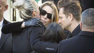 Laeticia Hallyday, avec Joy et Jade, Laura Smet et David Hallyday, aux obsèques de Johnny, le 9 décembre 2017. (MAXPPP)