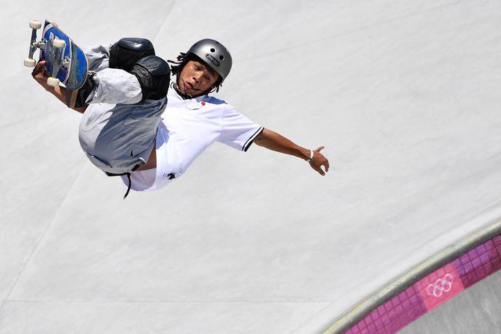 Le Japonais Ayumu Hirano s'est fait éliminer lors des séries du park en skateboard, jeudi 5 août (LOIC VENANCE / AFP)