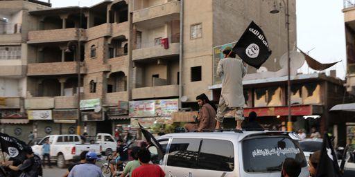 Combattants de l'organisation djihadiste Daesh à Rakka (nord de la Syrie) le 29 juin 2014. (Reuters - Stringer)