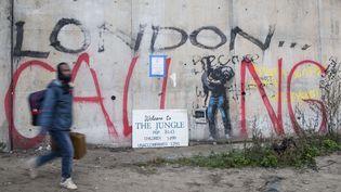 """À l'entrée de la """"jungle"""" de Calais, lundi 24 octobre. (LDD/ZJOG/WENN.COM/SIPA)"""