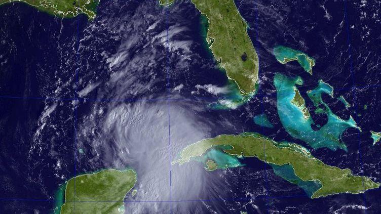 Image satellite de la tempête Karen en formation dans le sud du golfe du Mexique, le 3 octobre 2013. (NAVAL REASEARCH LABORATORY / AFP)