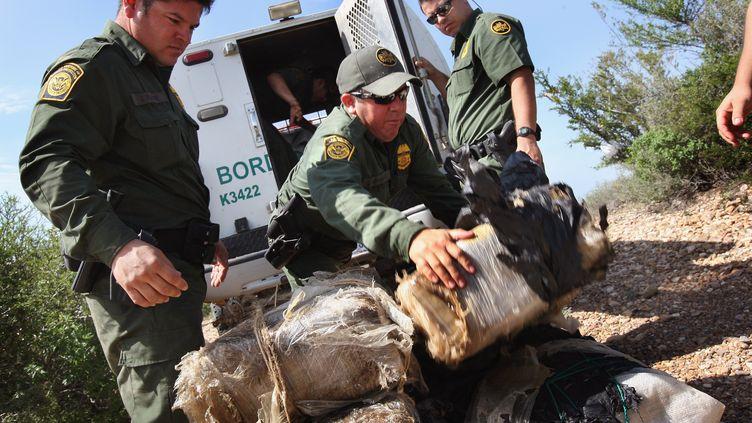 des kilos de marijuana saisis à travers du Rio Grandele 7 aout 2008 près de Laredo auTexas (JOHN MOORE / GETTY IMAGES NORTH AMERICA / AFP)
