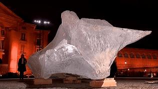 """""""Ice watch"""" installation éphémère de l'artiste Olafur Eliasson sur la place du Panthéon en marge de la COP21  (France 3 / Culturebox)"""