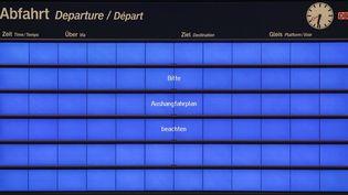 A l'aéroport de Leipzig, en Allemagne, les écrans d'indications de départs de vols ont eux aussi été victimes de l'attaque. (JAN WOITAS / DPA)