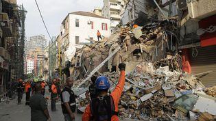 Les secouristes creusent les décombres d'un bâtiment effondré dans Beyrouth, le 3 septembre 2020, au Liban. (JOSEPH EID / AFP)