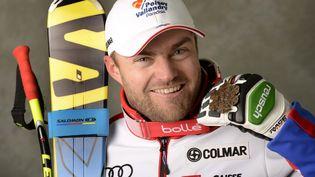 David Poisson et sa médaille de bronze lors des championnats du monde àSchladming (Autriche), le 9 février 2013. (PENTAPHOTO / PENTAPHOTO / AFP)