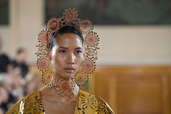 DéfiléMaurizio Galante haute couture automne-hiver 2019-20 lors de la semaine de la mode parisienne, le 30 juin 2019 (KRISTY SPAROW / GETTY IMAGES EUROPE)