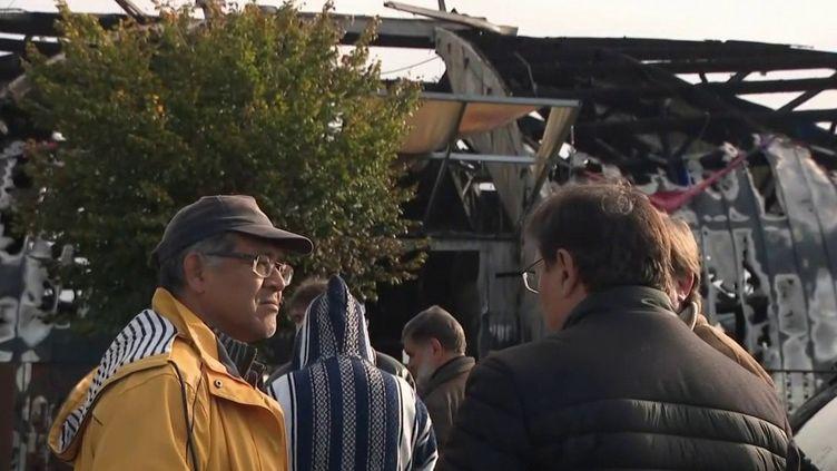 De nouvelles violences urbaines ont éclaté à Chanteloup-les-Vignes (Yvelines) dans la nuit du samedi 2 au dimanche 3 novembre. Un chapiteau a été incendié. (FRANCE 3)