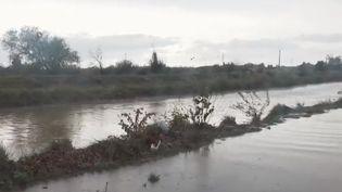 La région de Béziers (Hérault) est particulièrement touchée aux intempéries. Pour échapper à la montée des eaux, les habitants ont dû être, pour beaucoup, hélitreuillés. (FRANCE 2)