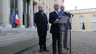 Bernard Cazeneuve, Jean-Jacques Urvoas et Bruno Le Roux, à la sortie du Conseil des ministres, samedi 10 décembre 2016. (THOMAS SAMSON / AFP)