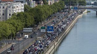 Un samedi de départ en vacances, le 29 juillet 2017, à Lyon (Rhône). (ROMAIN LAFABREGUE / AFP)