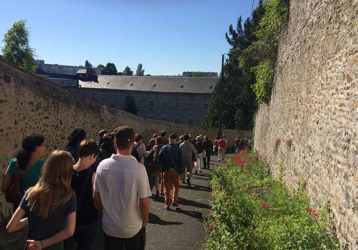 Descente dans les rues de Coutances vers la destination d'un concert de jazz...  (Annie Yanbékian / Culturebox)