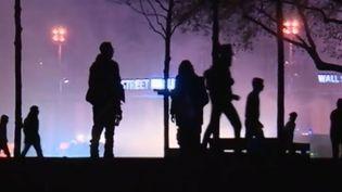 Environ 150 personnes s'en sont prises aux forces de l'ordre en marge de la Nuit debout à Paris,le16 avril 2016, à l'aube. (FRANCE 2)