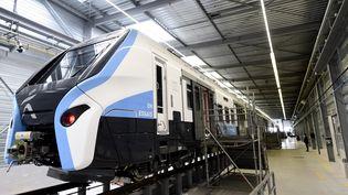 Présentation du nouveau train-tram fourni par Alstom à la région Île-de-France, le 18 septembre 2020 à Petite-Forêt, dans le Nord (FRANCOIS LO PRESTI / AFP)