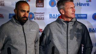 """Les deux skipers """"d'Oman Sail"""", Fahad Al-Hasni (à g.) et Sidney Gavignet, au Havre (Seine-Maritime), le 28 octobre 2017. (CHARLY TRIBALLEAU / AFP)"""