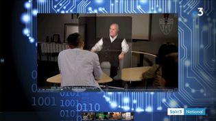 Un hologramme répond aux questions d'un élève (France 3)