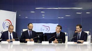 Le président de la République, Emmanuel Macron, et le Premier ministre, Edouard Philippe, entourés du ministre de l'Intérieur, Christophe Castaner, et du secrétaire d'Etat Laurent Nunez, le 16 mars 2019 au ministère de l'Intérieur, à Paris. (CHRISTOPHE PETIT-TESSON / AFP)
