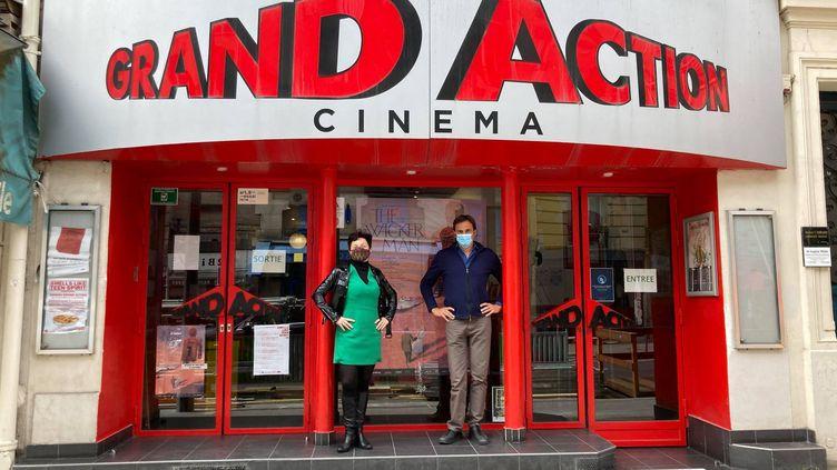 Isabelle Gibbal-Hardy, directrice du Grand Action, avec son associé Alexandre Tsekenis. (VICTORIA KOUSSA / FRANCE-INFO)