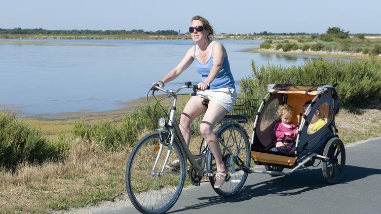 """Selon """"Le Figaro"""", 15% des ménages devraient être pénalisés par la réforme des allocations familiales. (JÉRÔME GORIN / AFP)"""