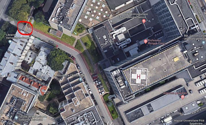 Vue aérienne de l'entrée de la Pitié-Salpêtrière au 97 boulevard de l'Hôpital, donnant sur le bâtiment des urgences. (GOOGLE MAPS / FRANCEINFO)