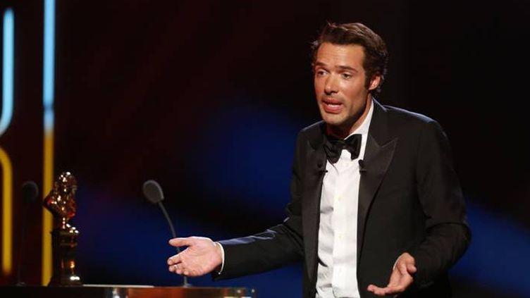 Nicolas Bedos présente la 27ème nuit des Molières depuis les Folies Bergère.  (Romulad Meigneux / FTV)