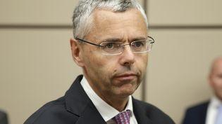 Le patron d'Alcatel-Lucent, Michel Combes, arrive pour être auditionné à l'Assemblée nationale le 16 juin 2015. (KENZO TRIBOUILLARD / AFP)