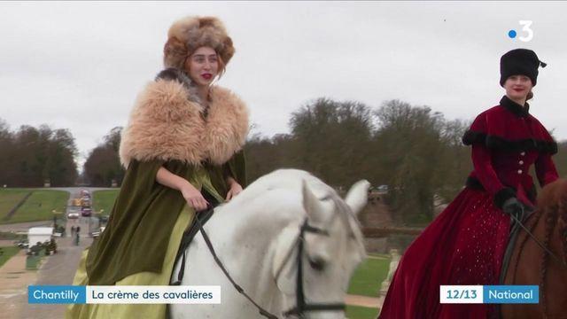 Vacances d'hiver : les visiteurs à la rencontre des cavalières au château de Chantilly