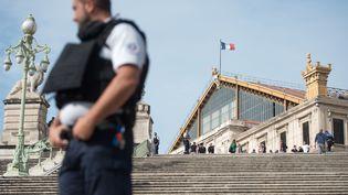Le parvis de la gare Saint-Charles à Marseille, le 1er octobre. (BERTRAND LANGLOIS / AFP)
