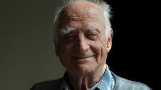 Le philosophe Michel Serres dans sa résidence parisienne le 5 mai 2012. (MANUEL COHEN / MANUEL COHEN / AFP)