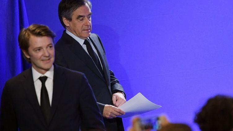 François Fillon et François Baroin lors d'une conférence de presse, mercredi 1er mars 2017, à Paris. (CHRISTOPHE ARCHAMBAULT / AFP )