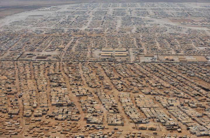 Une vue aérienne du camp de Zaatari, le 18 juillet 2013. Le camp de réfugiés est la cinquième agglomération de Jordanie. (MANDEL NGAN / AFP)
