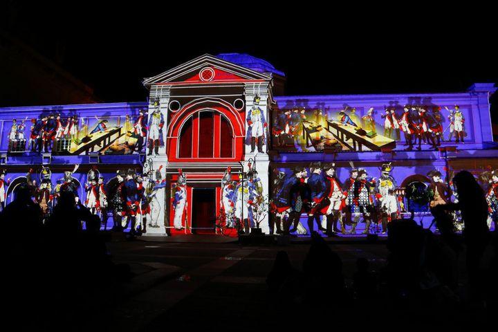 """La façade de la chapelle impériale d'Ajaccio animée de projections lumineuses consacrées à Napoléons dans le cadre de la première édition du festival""""Lume, histoires lumineuses"""" baptisée""""1769, Naître à Ajaccio"""". (PASCAL POCHARD-CASABIANCA / AFP)"""