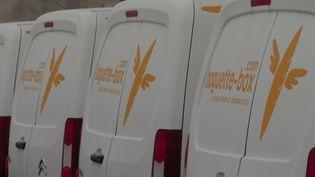 Des véhicules de livraison de la start-up Baguette Box. (FRANCEINFO)