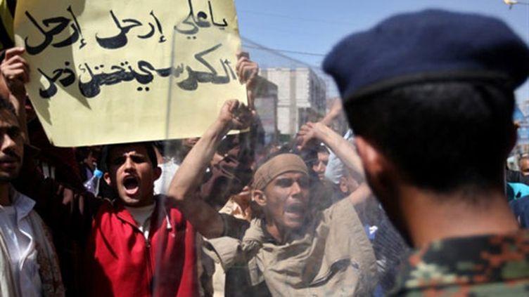Des manifestants yéménites réclament le départ du président Ali Abdallah Saleh à Sanaa (23 février 2011) (AFP / Ahmad Gharabli)