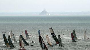 Les bateaux participants à la Route du rhum passent au large du Mont-Saint-Michel en quittant Saint-Malo (Ille-et-Vilaine), le 2 novembre 2014. (DAMIEN MEYER / AFP)
